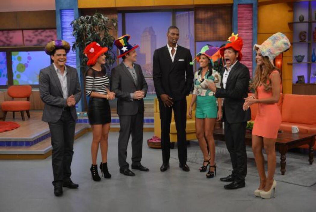 Johhny Lozada no podía creer que estaba junto a ellos un hombre tan alto.