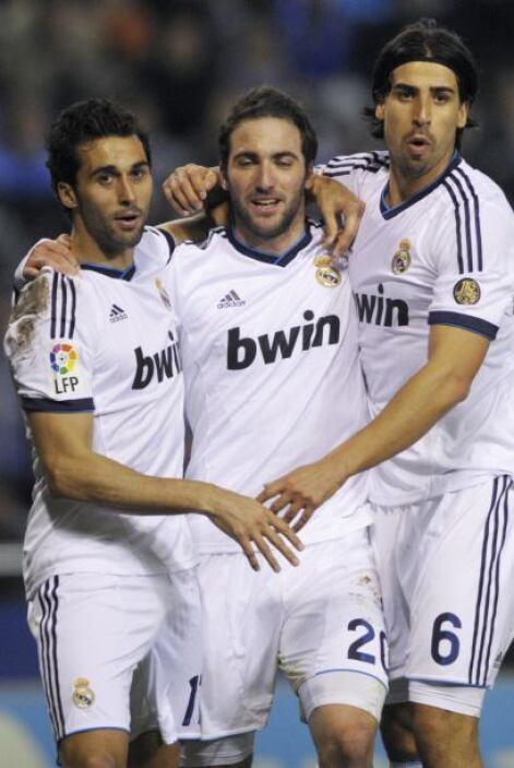 Higuaín aprovechó la titularidad con su gol.