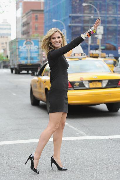 Heidi Klum transforma las calles en una pasarela.  Mira los chismes del...