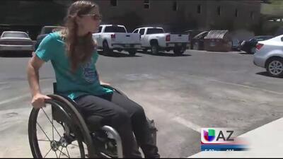 Joven discapacitada pide cambios a restaurante