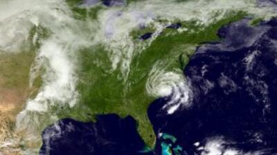 Tormenta Ana pasa sobre Carolina del Norte.
