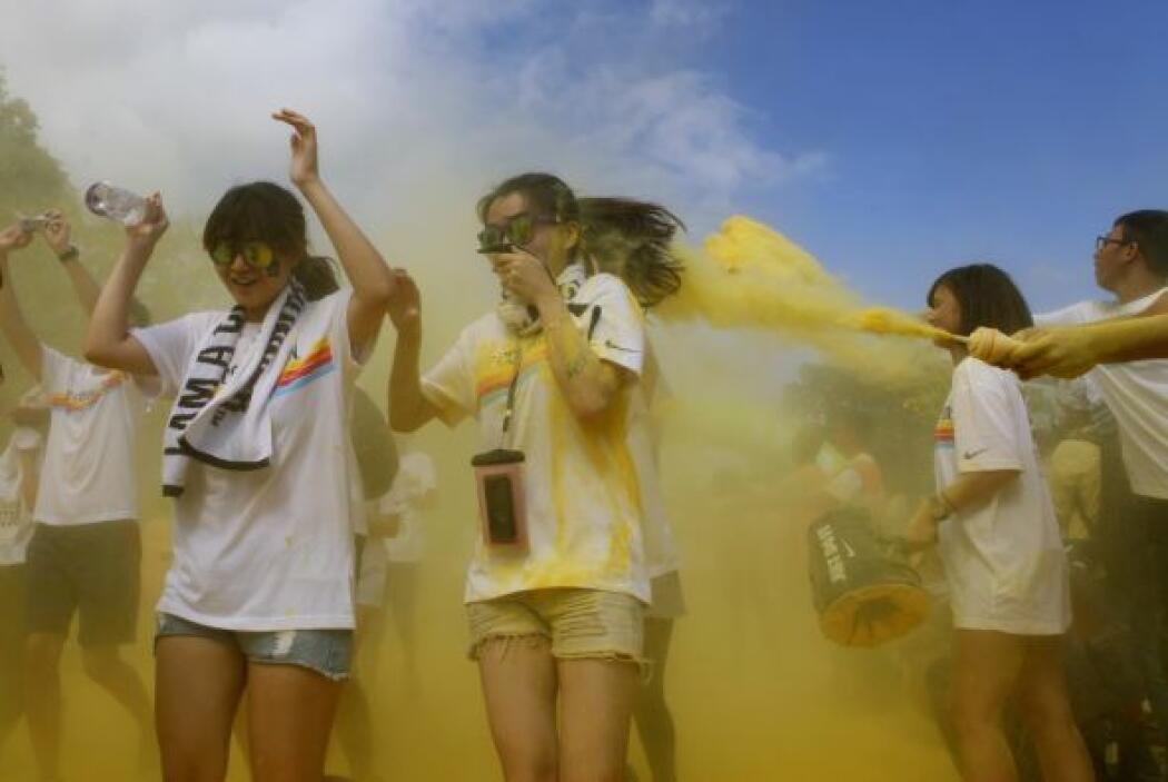 Una carrera de color en Taiwán. Así de divertidos estos competidores ama...