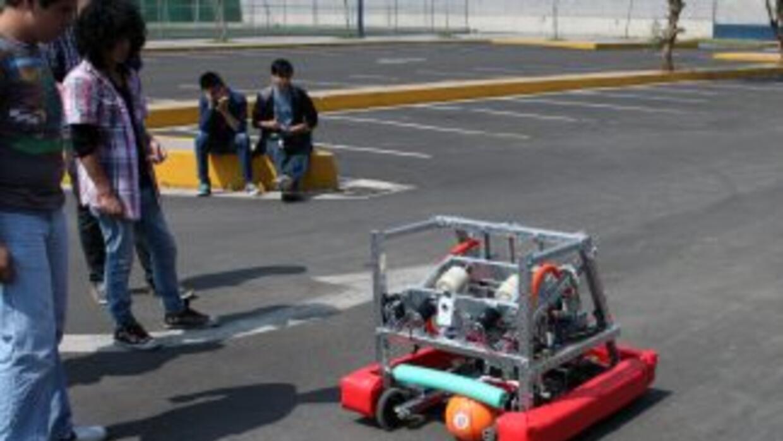 El robot mexicano competirá en Estados Unidos jugando basquetbol.