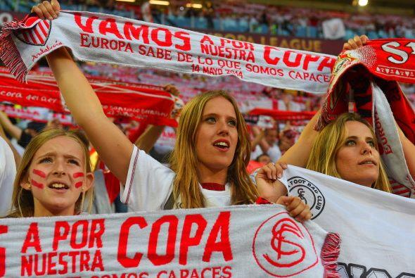 Era momento de apoyar al Sevilla en la búsqueda de un título más de Euro...