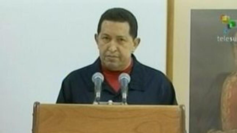 El presidente de Venezuela, Hugo Chávez, se dirige a su país a través de...
