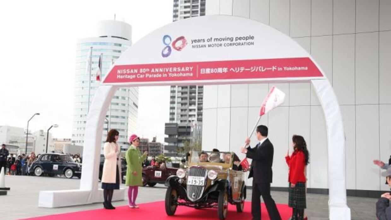 Nissan celebró sus 80 años con un desfile por Japón.