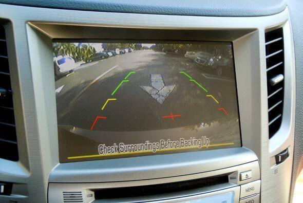 La pantalla de LCD es 'touchscreen' y permite ver la imagen de la cámara...