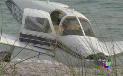 Una avioneta cayó encima de un padre y su hija, ambos murieron.
