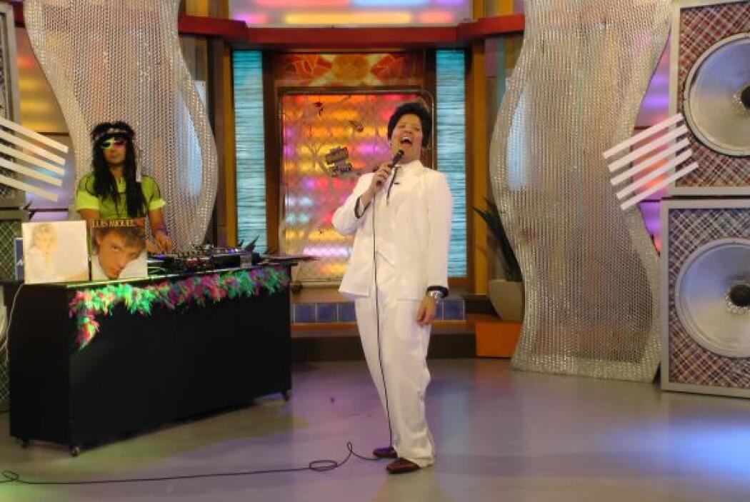 Comenzamos con Juan Gabriel, El Divo de Juárez salió a escena.