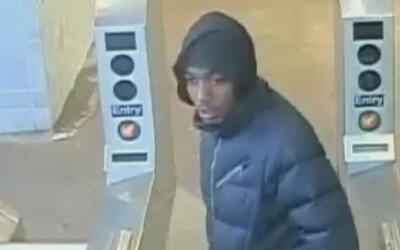 Autoridades de Manhattan buscan sospechoso de robo en el metro