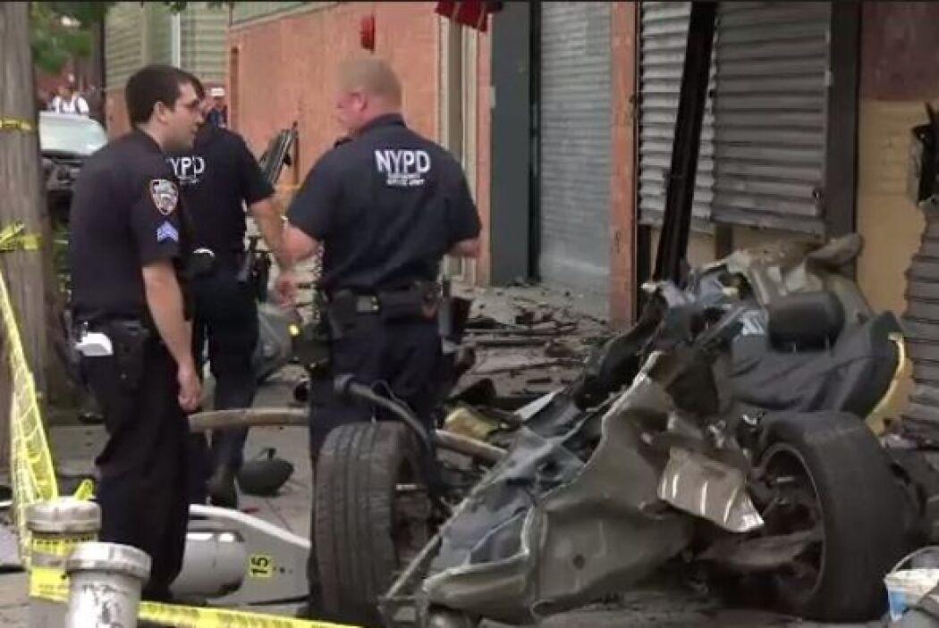 Dos personas resultaron heridas y fueron trasladadas al hospital Elmhurst.