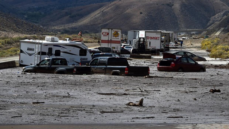 Autos atrapados por el lodo