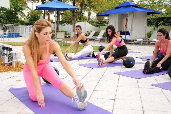 La primera clase de ejercicios bajo el sol fue extenuante para las bella...