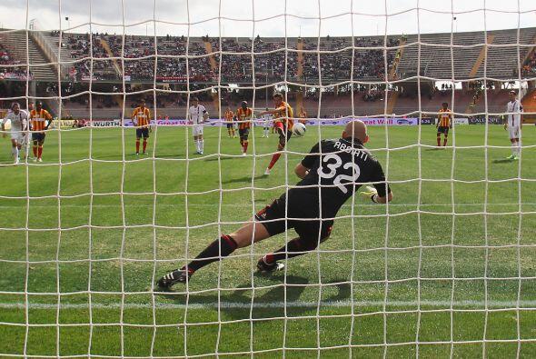 Después se cobró un penalti y el ex milanista Massimo Oddo...