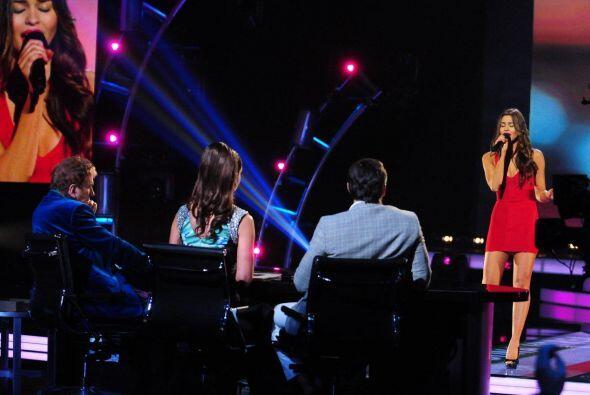 Carolina Urrea de México cantó un tema de Jesse & Joy y logró su pase.