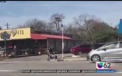 La Policía de Austin se encuentra de nuevo bajo la lupa por el arresto d...