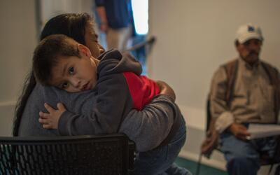 Inmigrantes indocumentados preparan a sus familias para posibles deporta...