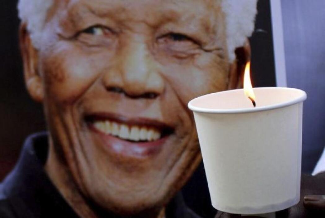 5 de diciembre de 2013: Muere a los 95 años en su casa de Johannesburgo.