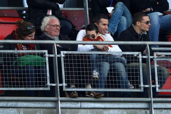 Robin Van Persie del Arsenal llevó a su pequeño hijo al partido final U1...