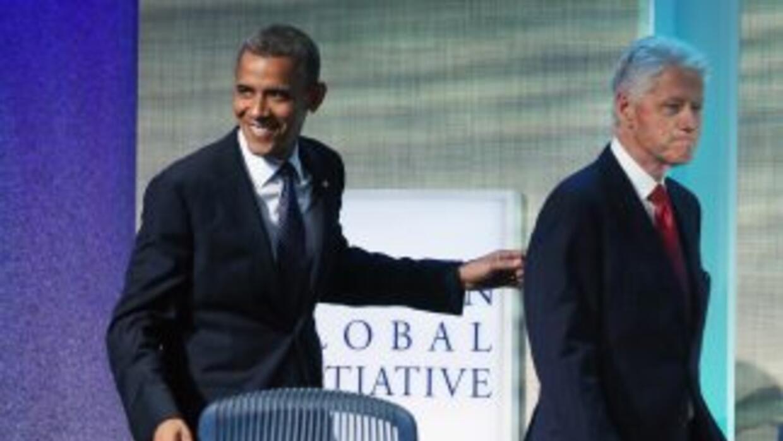 El presidente de Estados Unidos, Barack Obama, sonríe junto al ex presid...