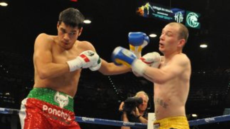 Omar Figueroa (izquierda) noqueó a Robbie Cannon (derecha).