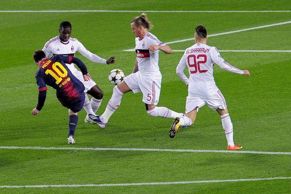 Apenas corría el minuto 4 cuando Messi empalmó este balón al borde del á...