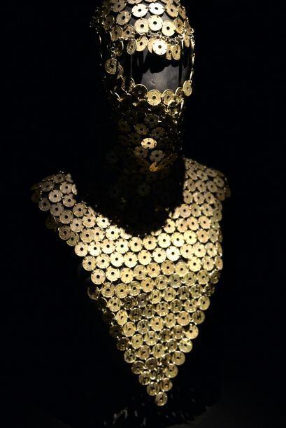 Sin embargo, las prendas más extravagantes son las que le valieron su fama.