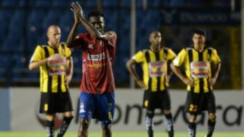 Marvin Ávila hizo los tres goles del Municipal ante el Real España.