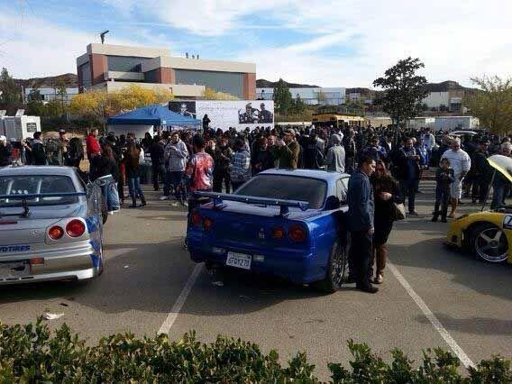 Los visitantes también pudieron ver el auto que Paul Walker, manejó el l...