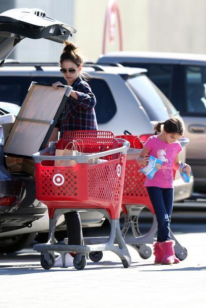 Katie Holmes y Suri se alistan para Navidad