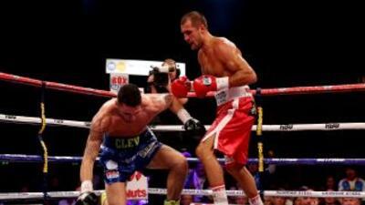 Sergey Kovalev noqueó y destronó a Nathan Kleverly.