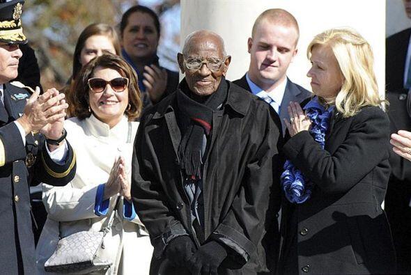 Richard Overton, de 107 años, considerado el veterano de guerra m...
