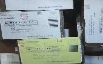 Un hombre le envía ladrillos a Donald Trump por correo como protesta por...
