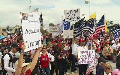 Unas 300 personas marcharon en Hollywood para apoyar a Donald Trump y la...