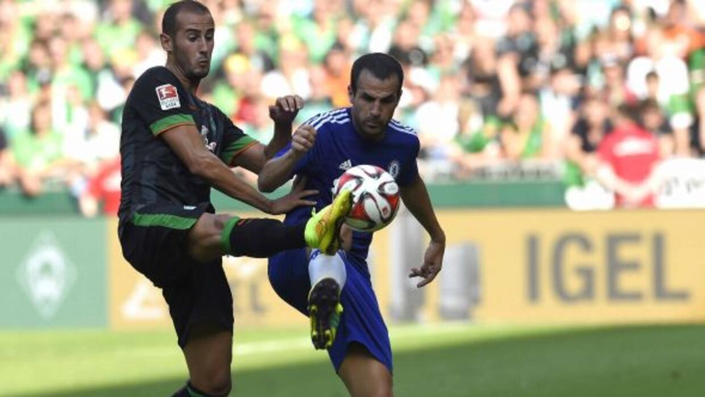 Cesc Fábregas jugando con su nuevo equipo, los 'Blues'.