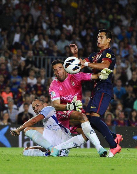 Antonio Ramírez parecía un pulpo sacando manos salvadoras en cada acción...