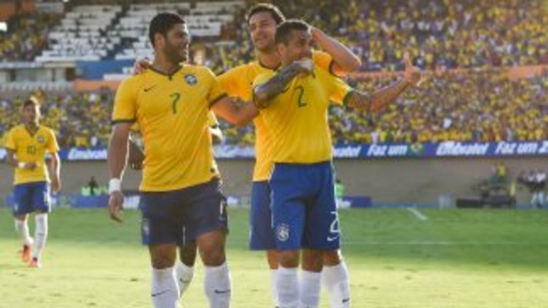 Dani Alves y Hulk se hicieron presentes en el marcador en un juego sin g...