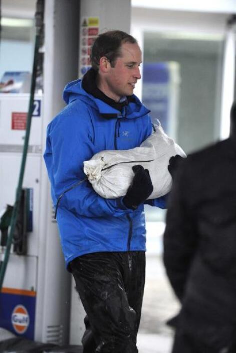 Las autoridades facilitaron unos 30.000 costales de arena para que la ge...