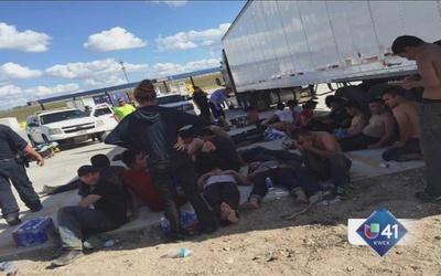 Rescatan a migrantes encerrados en camión