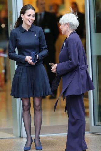 """¡Traición a la corona real! Kate Middleton casi muestra el """"tesorito"""" po..."""