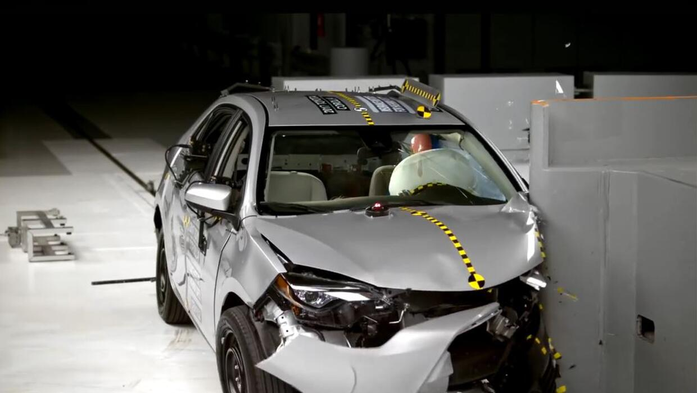 En Video Crash Test Toyota Corolla 2017