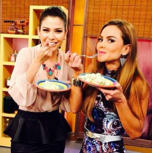"""""""Ops nos cacharon comiendo a @XimenaCordoba y a mi en @DespiertaAmericaT..."""