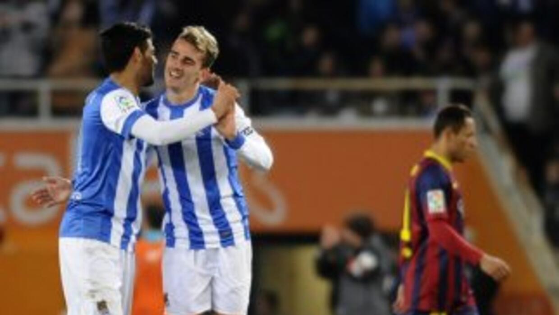 Carlos Vela y Griezmann celebran en la vitoria de la Real Sociedad ante...