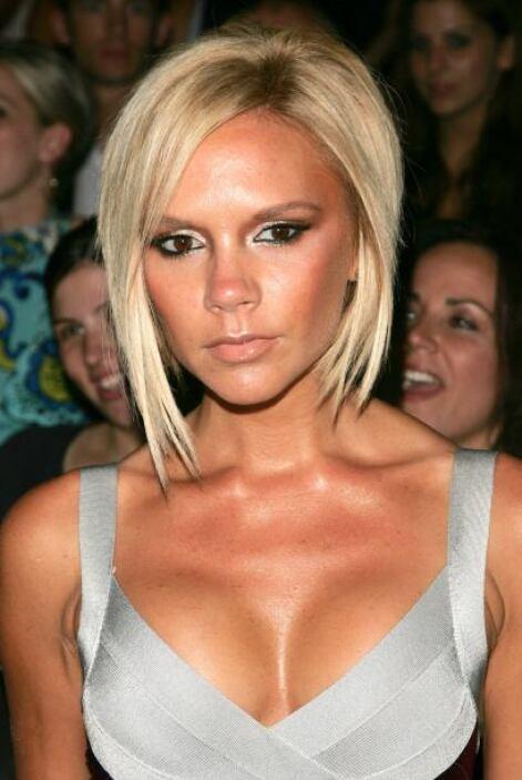 Su delgada figura y su platinada cabellera hacían de Victoria Beckham un...