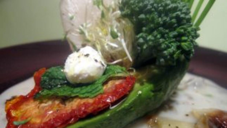 Exótica ensalada de aguacate, una explosión de sabores en tu paladar.