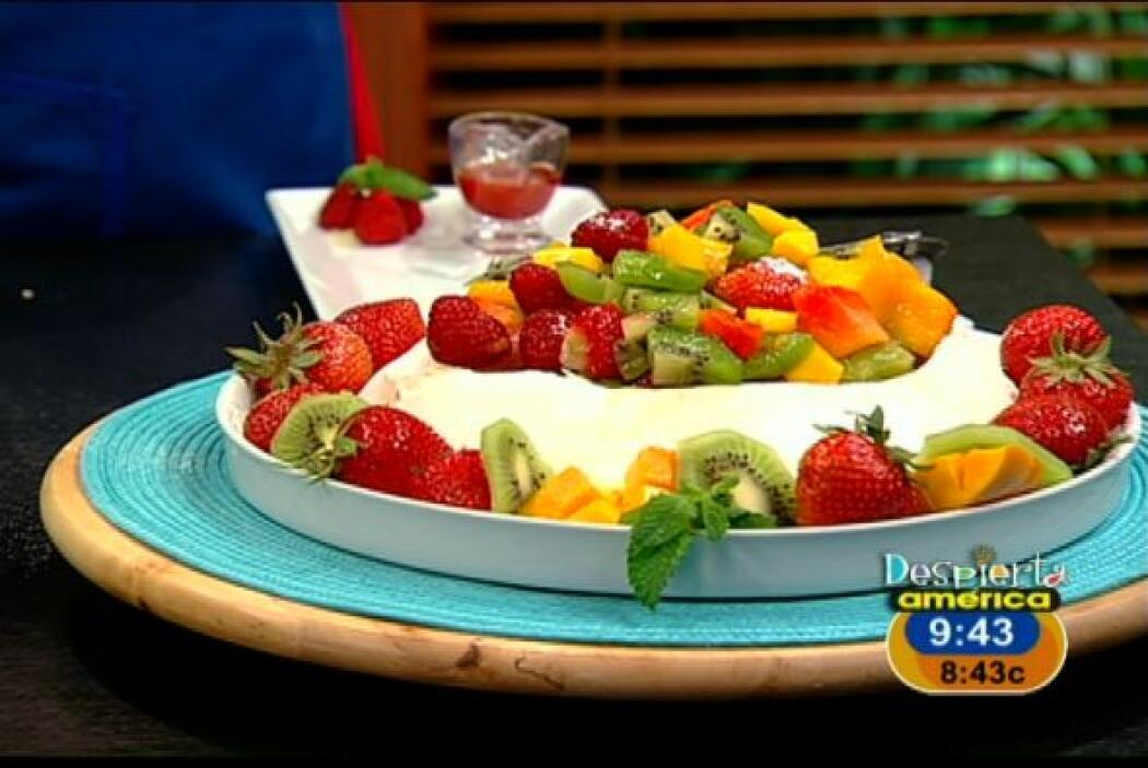 PAVLOVA DE FRUTASParecido a un pastel cremoso la pavlova de fruta llenar...