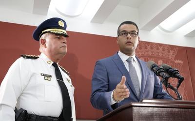 El coronel Orlando Meléndez y el secretario de Asuntos Públicos de la Fo...