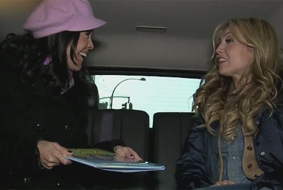 Durante su paseo en auto, Thalía le platicó a Karla del libro infantil q...