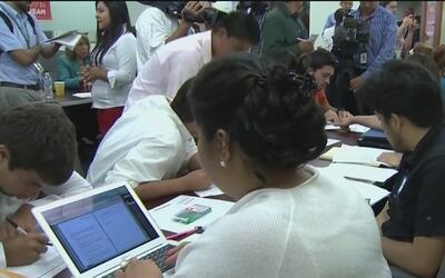 Preparan legislación que busca proteger a los jóvenes amparados por DACA
