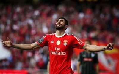 Jardel celebra su gol contra el Vitoria.